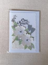 Kortti, Onnea hääparille, beigeillä kukilla ja harmailla sydämillä