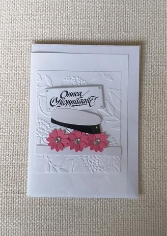 Kortti, Onnea Ylioppilaalle, pinkit kukat ja valkoinen tausta