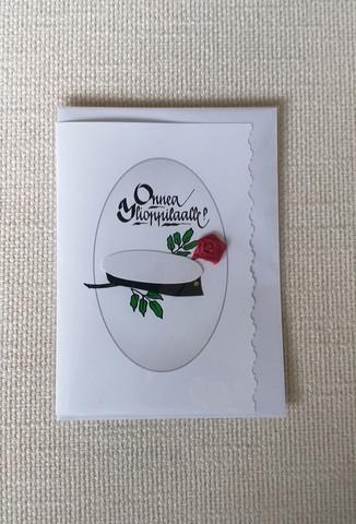 Kortti, Onnea Ylioppilaalle, kuvioitu reuna, ylioppilaslakki ja kangasruusu