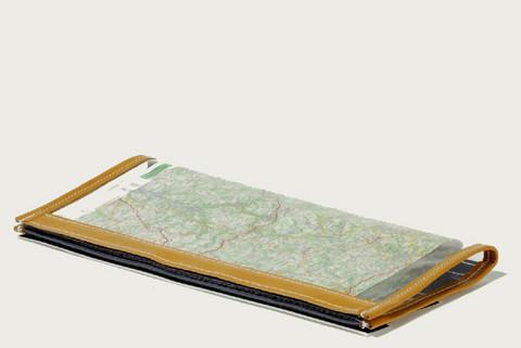 GILLES BERTHOUD LARGE MAP READER
