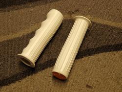 PLASTIC GRIPS WHITE/REFLECTOR