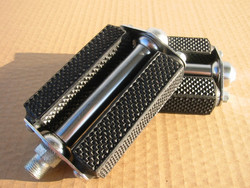 BLOCK PEDALS FINE DIAMOND CUT, NO REFLECTORS, 9/16