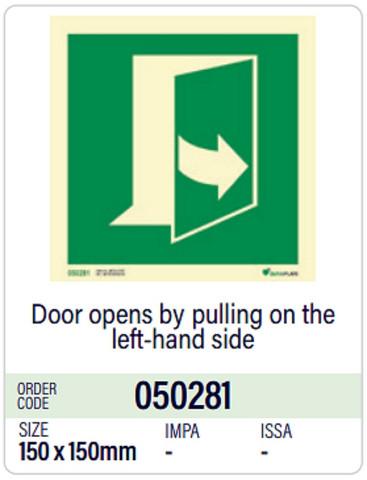 Ovi avautuu vetämällä vasemmalta puolelta