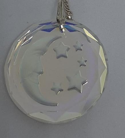 KristalliKuu ,hopeaketjulla