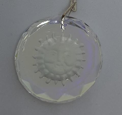 KristalliAurinko, hopeaketjulla