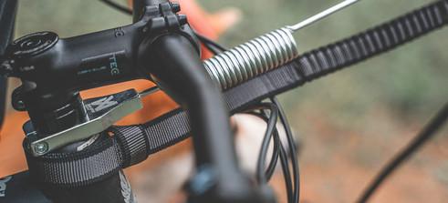 Kaulaputken ympärille asennettava vetoadapteri pyörään: Non-stop Bike Antenna