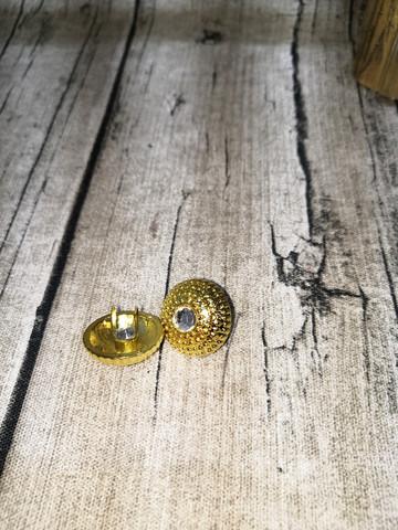 Haaraniitti nappi timantilla