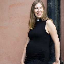 Jersey knit maternity top for clergy