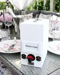 Viinilaatikkoteline valkoinen