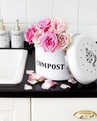 Kompostiastia valkoinen