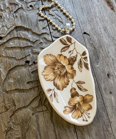 Uniikki kaunis astiakoru riipus, beige kukka