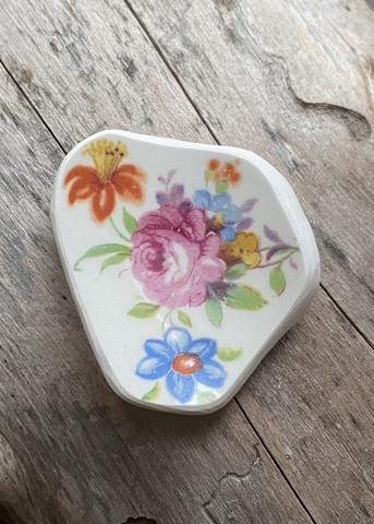 Uniikki kaunis astiakoru rintaneula, kukat