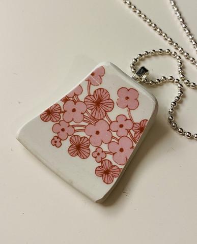 Uniikki kaunis astiakoru riipus, vaaleanpunaiset kukat