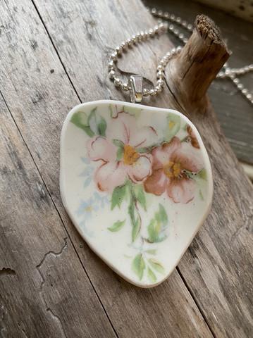 Uniikki kaunis astiakoru riipus, kukat