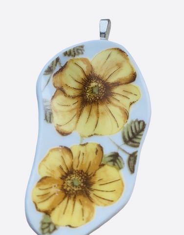 Uniikki kaunis astiakoru riipus, keltainen kukka