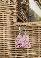 Korvakorut, vaaleanpunaiset kukat