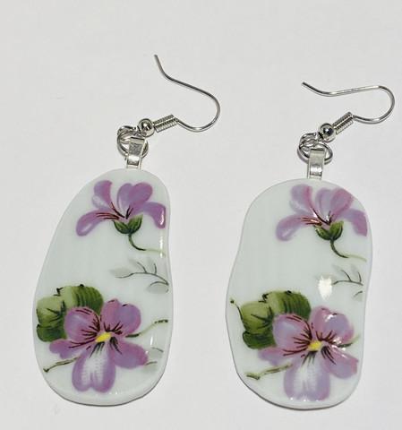 Uniikki kaunis astiakoru, violetit kukat