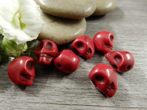 Pääkallo kivihelmi,9x10x8mm, punainen, 1kpl