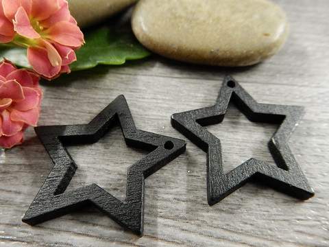 Tähti puuriipus, 24x25mm, musta, 1kpl