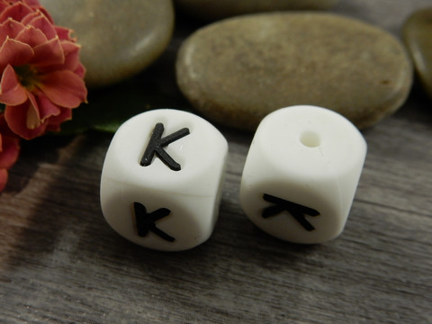 Kirjainhelmi K, 12mm, valkoinen, 1kpl