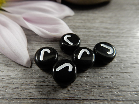 Kirjainhelmi J, 7mm, musta, 1kpl