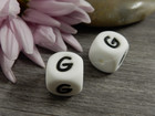 Kirjainhelmi G, 12mm, valkoinen, 1kpl