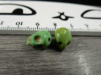 Pääkallo kivihelmi, 9x10x8mm, vihreä, 1kpl