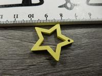 Tähti puuriipus, 24x25mm, keltainen, 1kpl