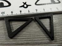 Kolmio puuriipus, 32x25x2.5mm, musta, 1kpl
