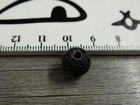 Laavakivihelmi, 10mm, musta, 1kpl