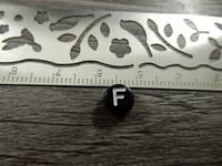 Kirjainhelmi F, 7mm, musta, 1kpl