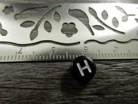 Kirjainhelmi H, 7mm, musta, 1kpl
