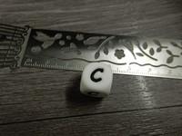 Kirjainhelmi C, 12mm, valkoinen, 1kpl