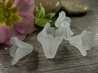 Akryylihelmi kukka, 10x13mm, valkoinen, 1kpl