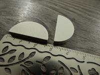 Puoliympyrä puuhelmi, 25x13mm, valkoinen, 1kpl
