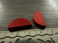 Puoliympyrä puuhelmi, 20x10mm, punainen, 1kpl