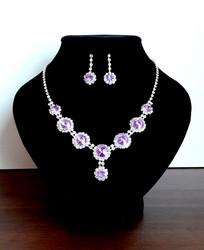 Violetti korusetti strasseja ja kristallia