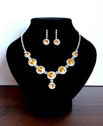 Keltainen korusetti strasseja ja kristallia