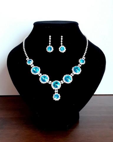 Sininen korusetti strasseja ja kristallia