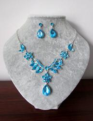 Kaunis sininen korusetti
