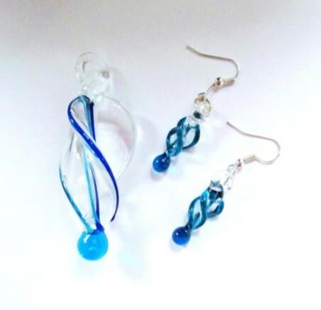 Läpikuultava sininen-valkoinen-turkoosi lasispiraalisetti
