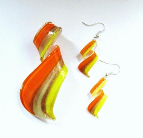 Ihana loivakierteinen oranssi-kelta-valkoinen lasikorusetti