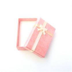 Vaaleanpunainen lahjarasia koruille 5 x 8 x 2,5cm