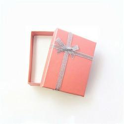 Vaaleanpunainen lahjarasia koruille 7 x 9 x 2,6cm