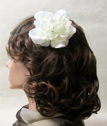 Valkoinen hiuskukka klipsillä