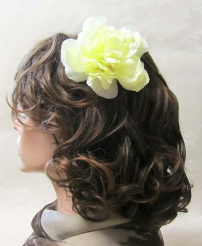 Vaaleankeltainen hiuskukka klipsillä