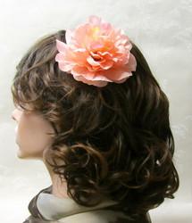 Monisävyinen persikan värinen hiuskukka klipsillä