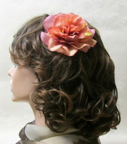 Monisävyinen hiuskukka klipsillä