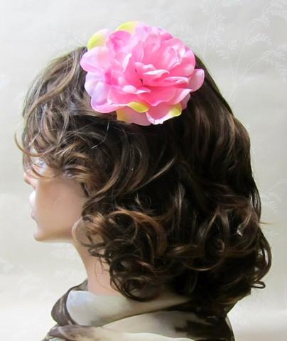 Monisävyinen pinkki hiuskukka klipsillä