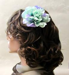 Monisävyinen mintunvihreä hiuskukka klipsillä